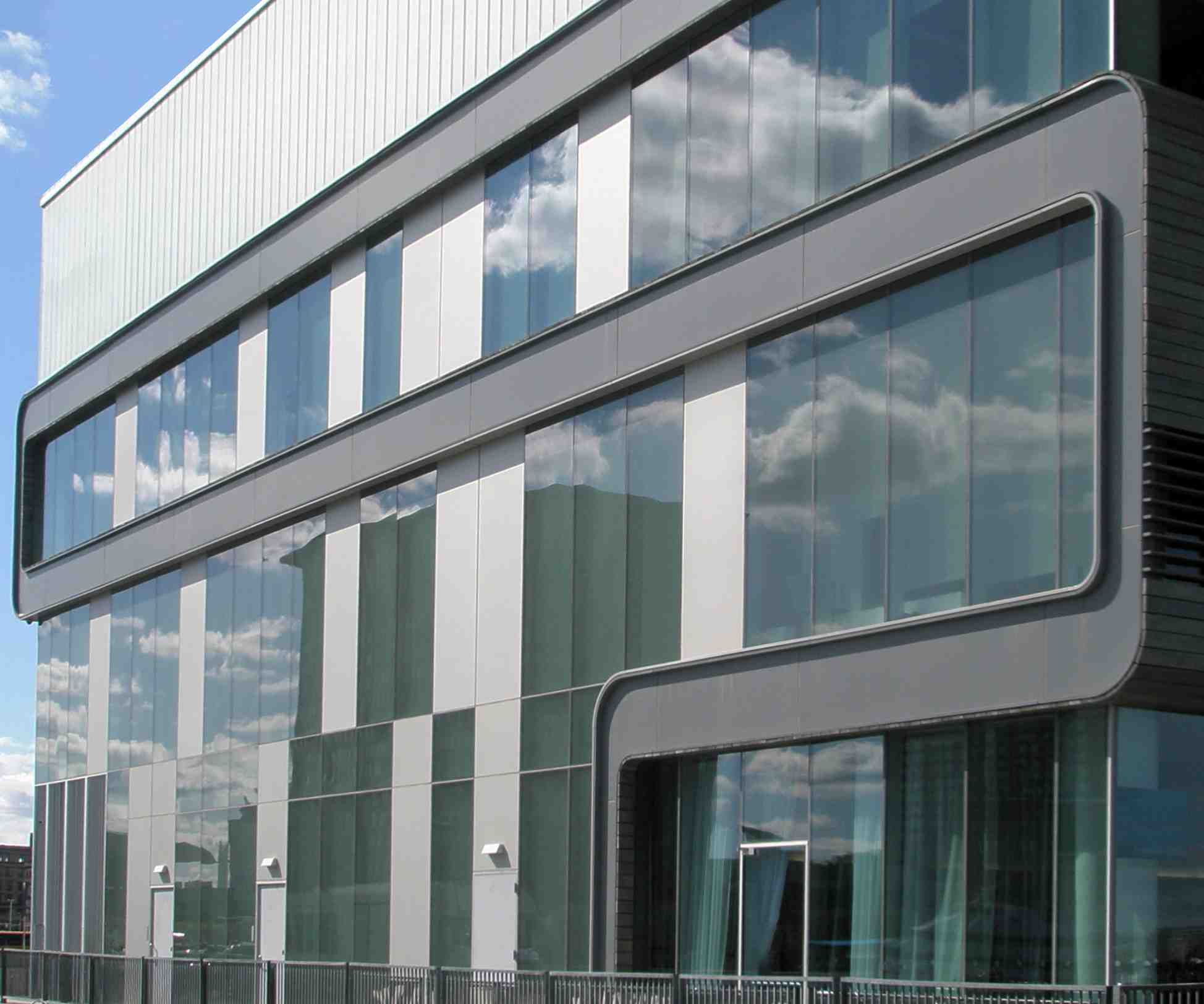 Wausau s four side silicone glazed curtainwall omits for Exterior framing