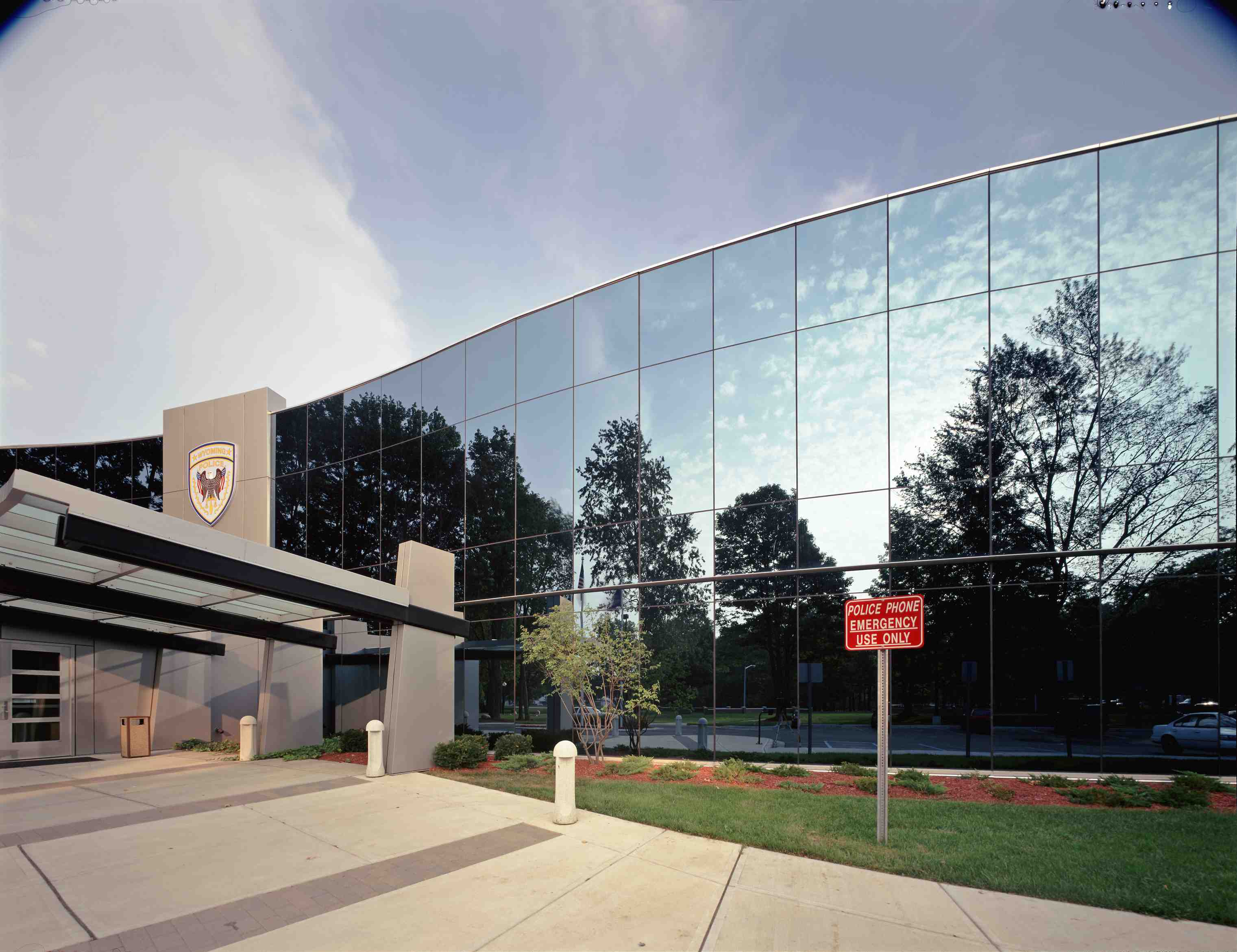 Wausaus fourside siliconeglazed curtainwall omits exterior